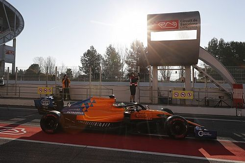 Norris coloca McLaren na frente em dia 1 de segundo teste; Mercedes tem problemas