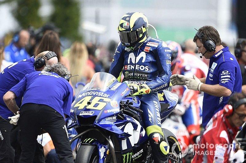 """Rossi revela una rutina """"romántica"""" con su moto antes de las carreras"""