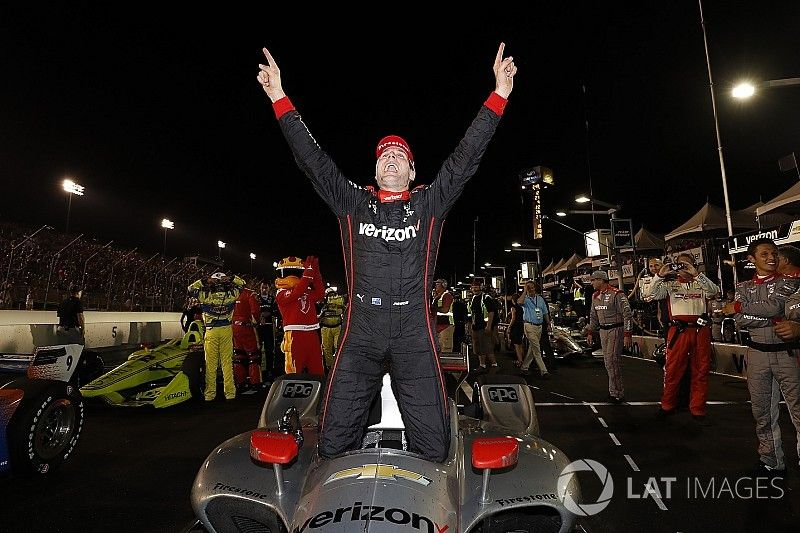 Gateway IndyCar: Power keeps title hopes alive with victory