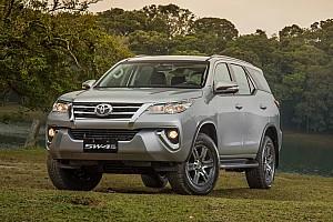 Húsz autóval segíti a védekezést a koronavírus ellen a Toyota