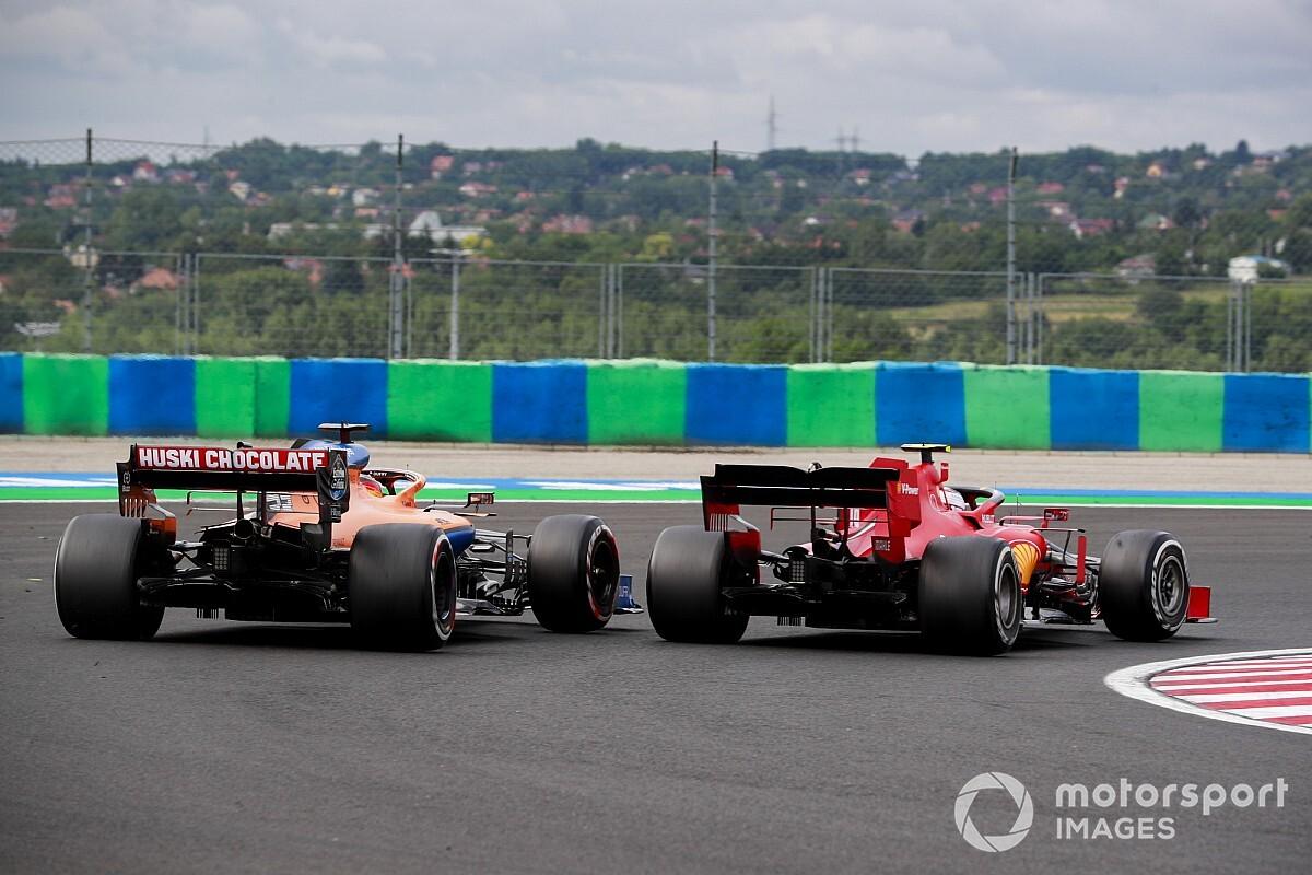 Sainz nem kegyelmezett Leclercnek, keményen beszúrta a McLarent a Ferrari mellé: kezdődik? (videó)