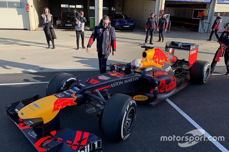Verstappen már ki is próbálta a döntött F1-es kanyart a Red Bull gépével: videók