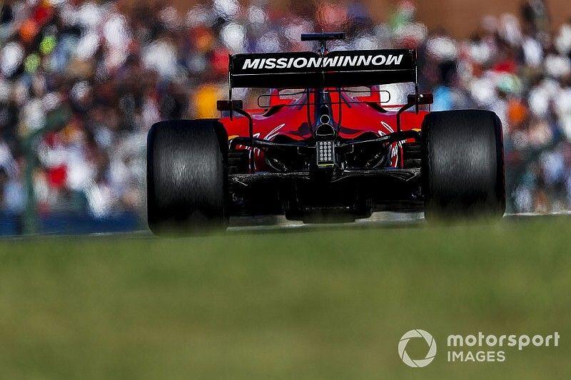 Vettel látványos és necces (?) belépője Japánból a Ferrarival: videó