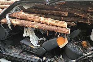 Egy Nissan vezetője karcolásokkal élte túl a túlélhetetlent