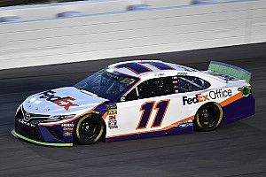 Denny Hamlin passes Truex, takes Stage 2 win at Kansas