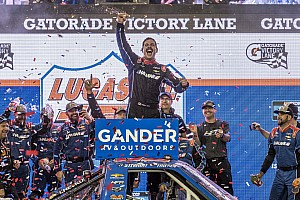 Stewart Friesen rebounds from penalty for Phoenix Truck win