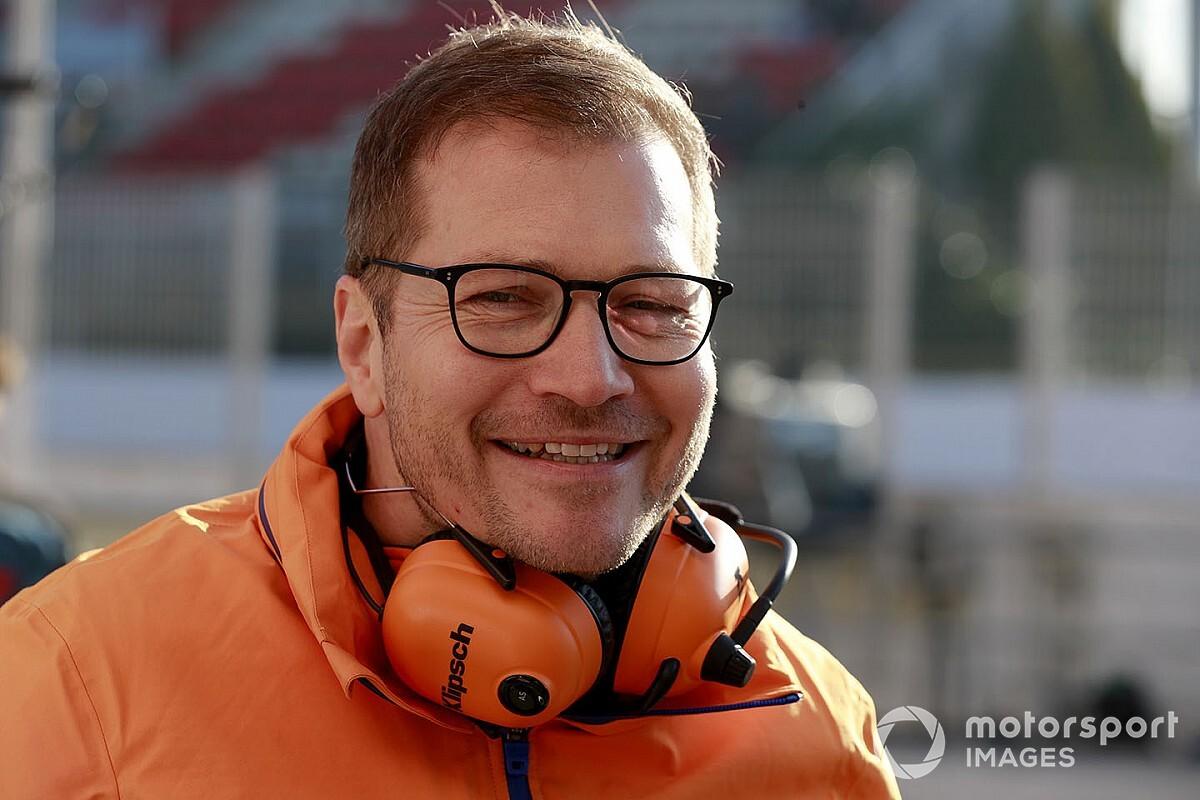 Зайдль остался в Мельбурне с изолированными сотрудниками McLaren