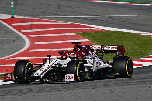 Raikkonen noteert toptijd op tweede dag, Mercedes zorgt voor reuring