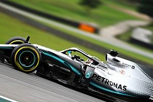 Brazilian GP: Hamilton edges Verstappen in FP3