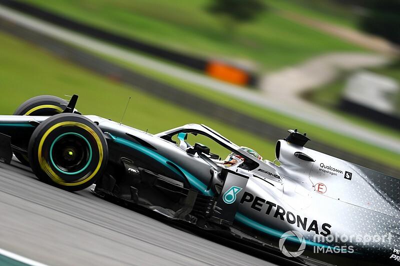 """Hamilton se diz feliz por ter conseguido """"dividir a Ferrari"""" em Interlagos"""