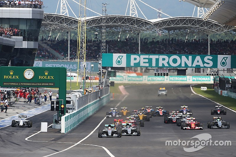 Ecclestone calls for lower fees for F1 race promoters