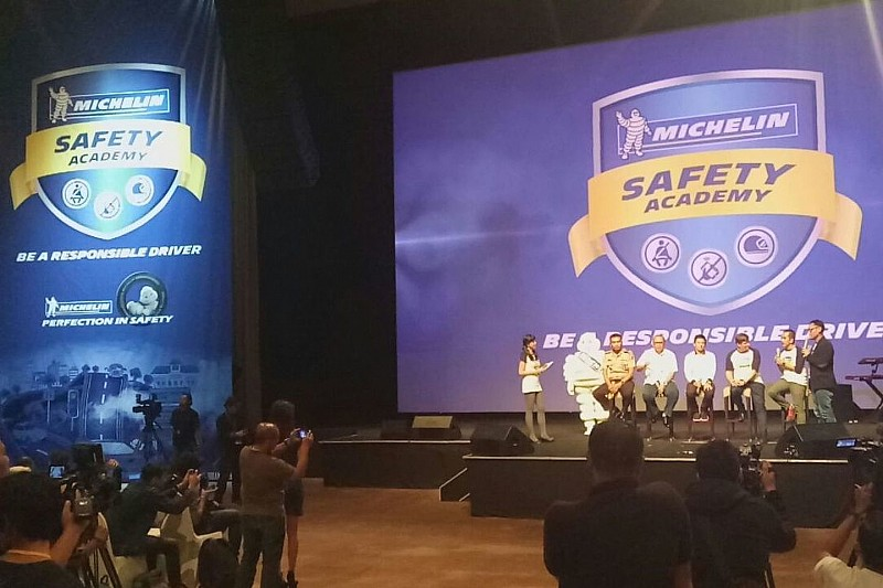 Michelin, Rio Haryanto, dan 250 Pelajar DKI Jakarta menandatangani Deklarasi Keselamatan Berkendara