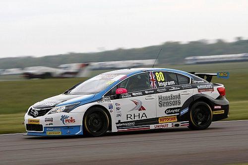 Thruxton BTCC: Ingram breaks lap record to clinch pole