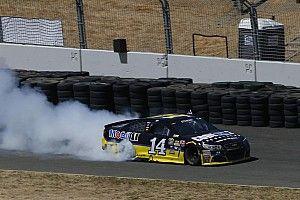 Sonoma NASCAR : Stewart zoru başardı, 3 yıl sonra zirveye döndü