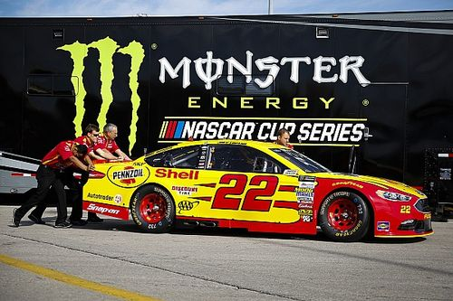 NASCAR clarifies guidelines for at-track team rosters