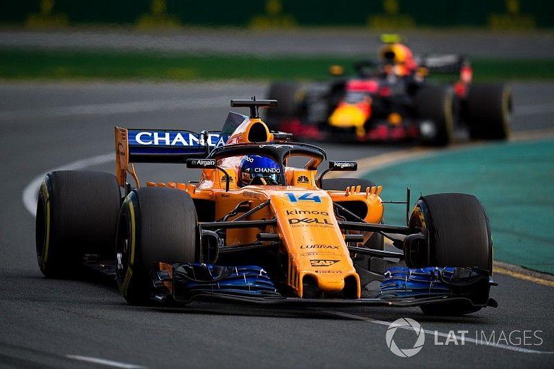 """Alonso: """"Dacht dat Verstappen een truc met me wilde uithalen"""""""