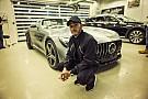 Autó Hamiltont lenyűgözte a minőség-ellenőrzés a Mercedes gyárában