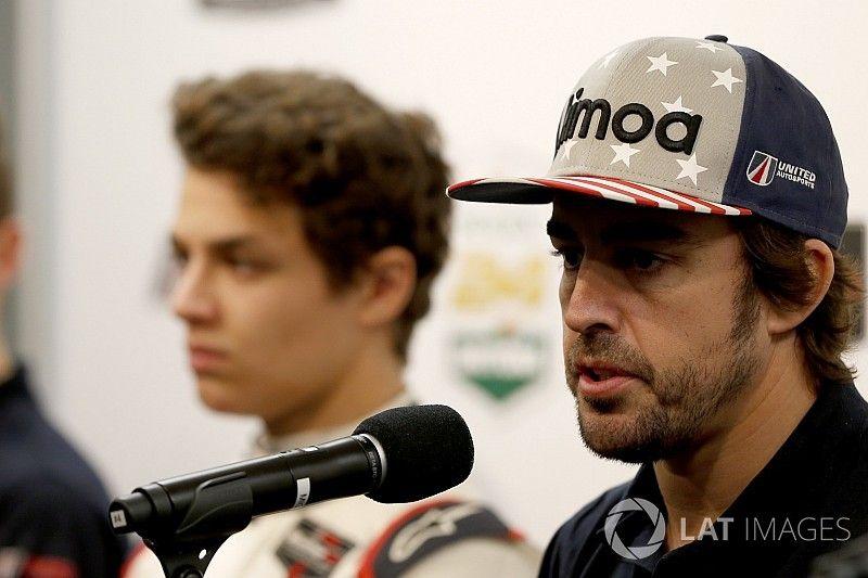 """Norris erkent: """"F1-toekomst afhankelijk van Alonso"""""""