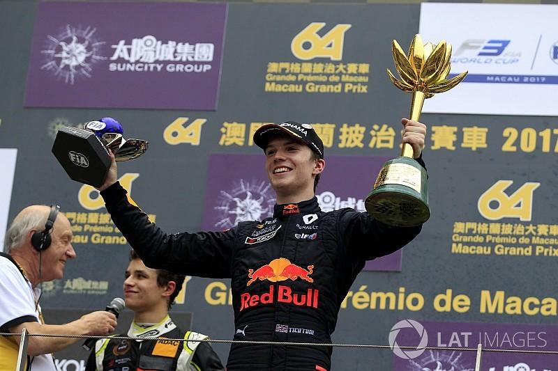 Prêmio a jovem da Red Bull cria saia justa com McLaren