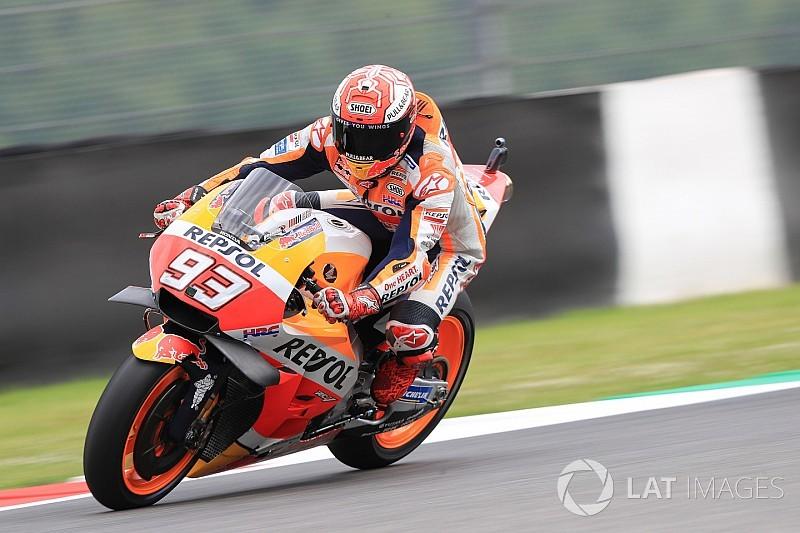 """Márquez califica de """"increíble"""" la pole de Rossi"""