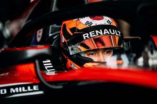 Aitken relishing second chance to beat Russell in F2