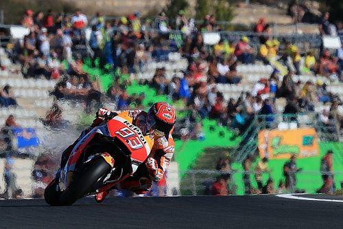 Marquez ondanks crash op pole bij finale in Valencia, 'Dovi' negende