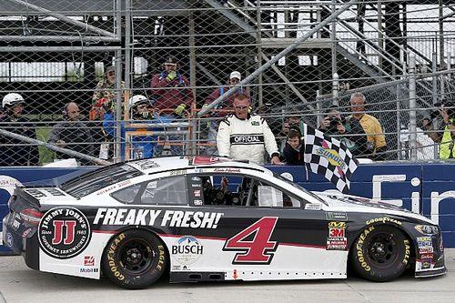 NASCAR: Kalahkan rekan setim, Harvick gondol kemenangan keempat