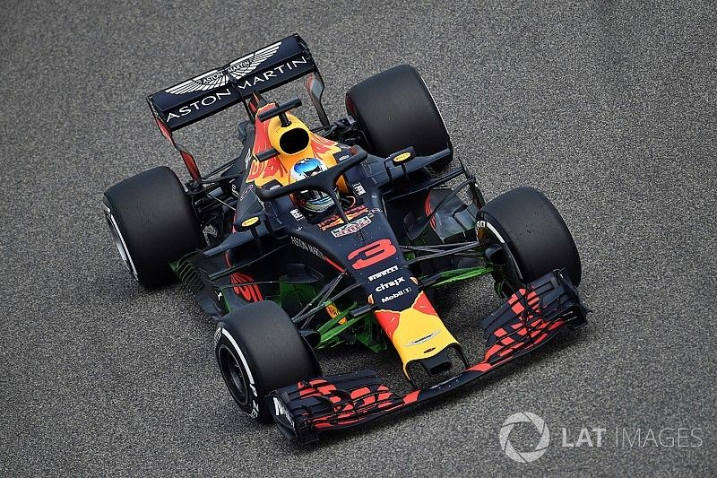 Ricciardo lidera la primera práctica en Bahrein y Verstappen sufre problemas