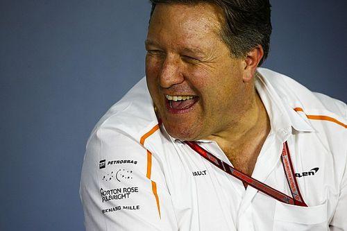 """Zak Brown: una """"spia legale"""" McLaren alla Red Bull"""