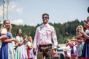 Képeken az F1-es versenyzői parádé az Osztrák Nagydíjról