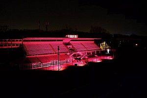 La tribuna centrale di Monza si illumina di rosa per il Giro d'Italia