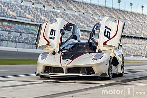 Auto Actualités Photos - Des Ferrari en ville comme en piste!