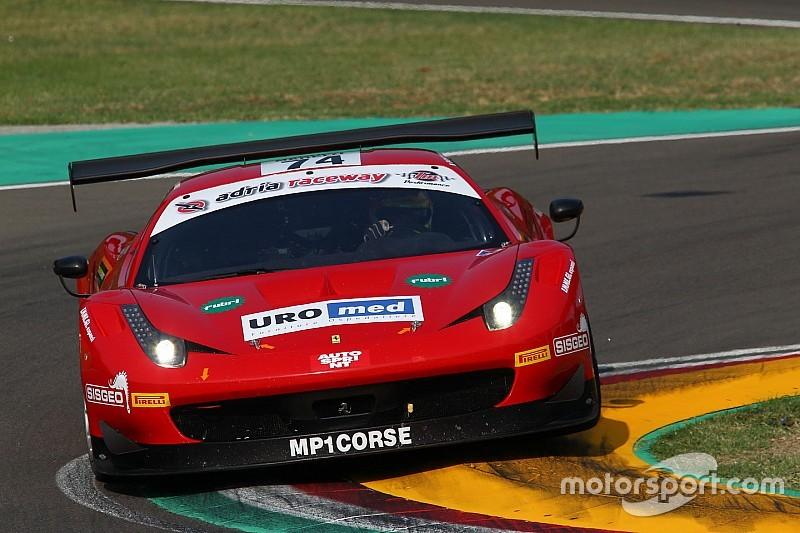 Stefano Colombo sale sulla Ferrari 458 Italia della MP1 Corse