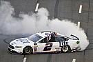 Кеселовски выиграл гонку NASCAR на «Мартинсвилль Спидвей»