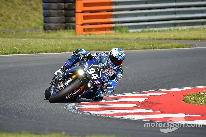 El Yamaha GMT94 de David Checa firma la pole en las 8 Horas de Oschersleben