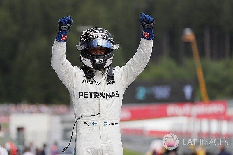 Bottas wint in Oostenrijk, Verstappen kort na de start al uitgeschakeld