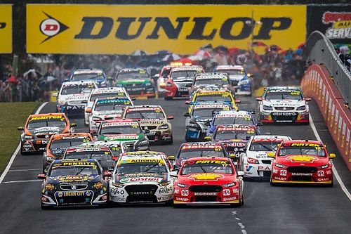 Bathurst 1000: Stanaway/Waters leading in wet conditions