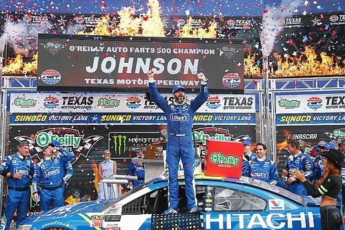Jimmie Johnson aparece al final y brilla en Texas; Suárez terminó en 19