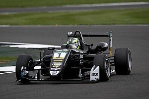 Eriksson beffa Ilott al via e si prende gara 2 a Silverstone