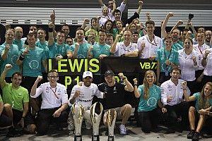 Lewis Hamilton erklärt: So bringen die Debriefings Mercedes voran