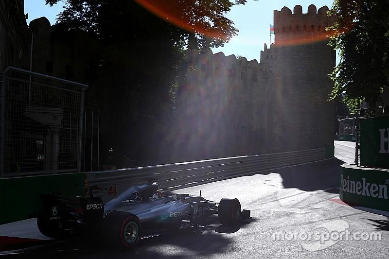 Videón Hamilton pole köre Bakuból
