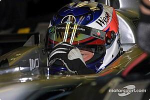 Räikkönen a régi mclarenes sisakjában végez edzéseket