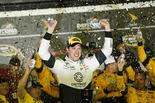 Brad Keselowski fends off Busch brothers, wins at Daytona
