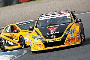 Silverstone BTCC: Shedden closes on points lead with Race 3 win