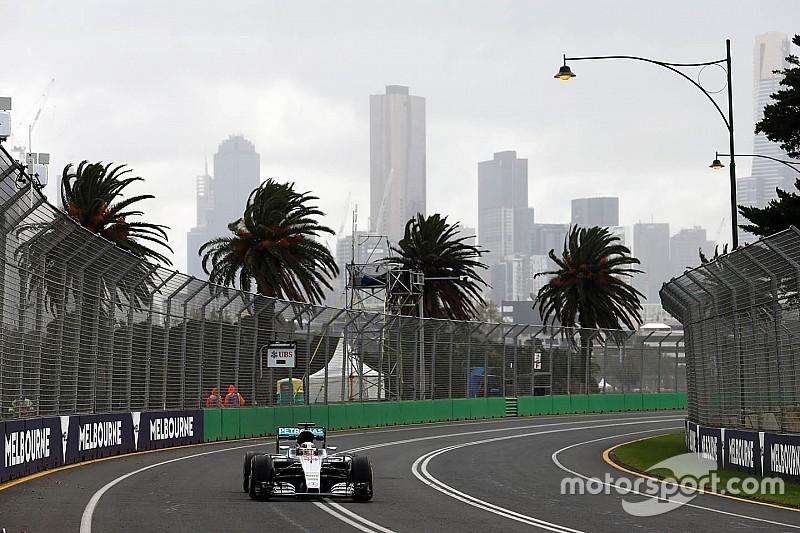 Melbourne, Libere 2: Hamilton al top e Rosberg sbatte sull'acqua