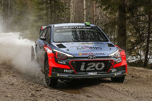 Paddon and Kennard hold promising second in Sweden