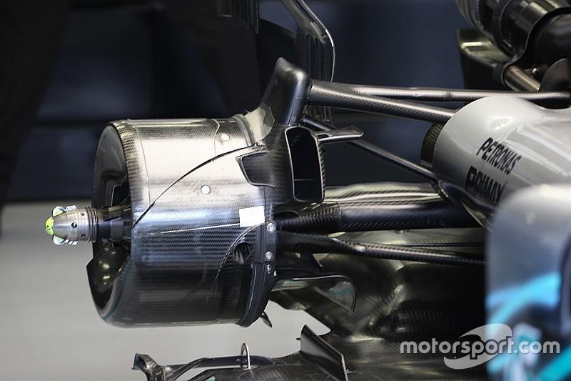 Kormányozható hátsó kerekeket szimulál a Mercedes futóműve?