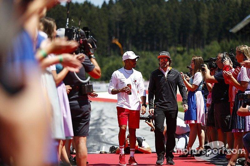 Barrichello ve a Hamilton mejor piloto que Alonso