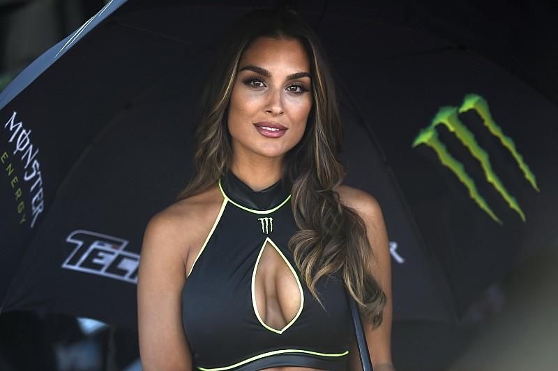 A MotoGP rajtrácslányai a Katalán Nagydíjról