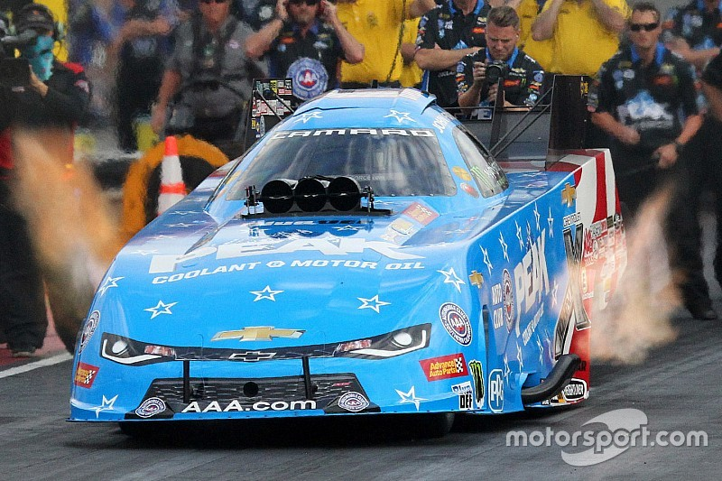 John Force scores first victory of the year